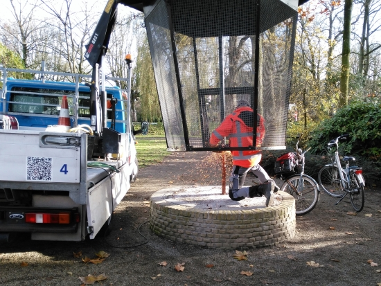 Voliere verwijderd voor renovatie