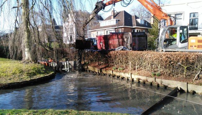 Sloten Singel en Tuin van Lips uitgebaggerd